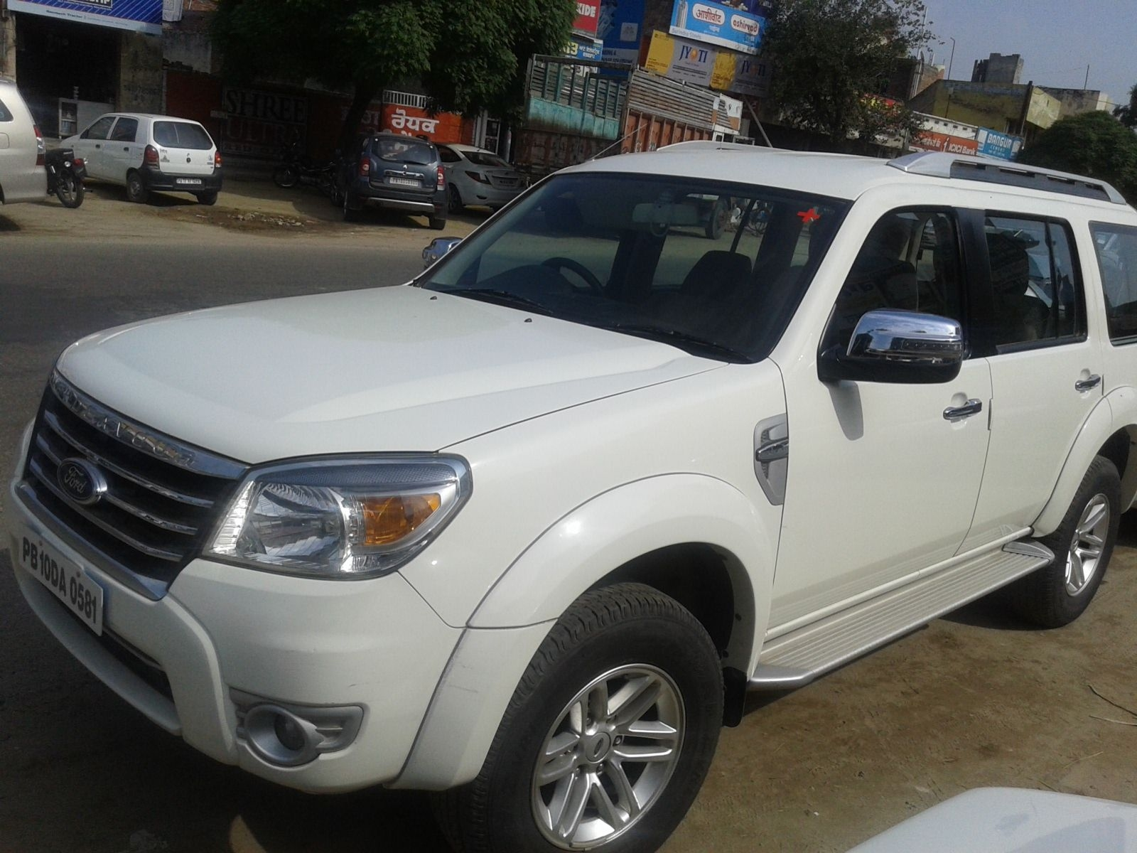 Ford Endeavour 2.5L 4x2 2010