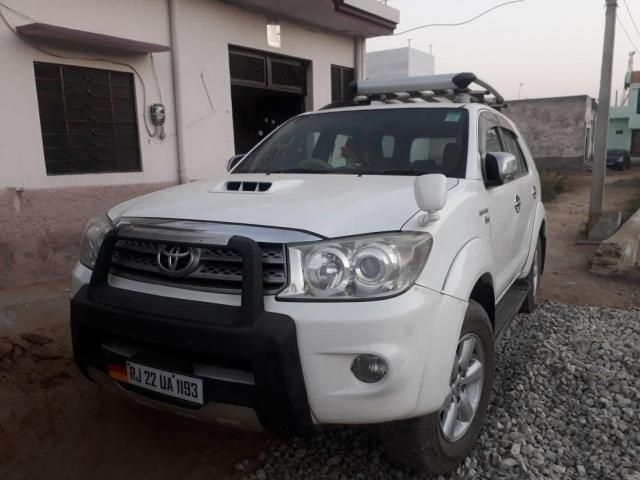 Toyota Fortuner 2.5 4x2 AT TRD Sportivo 2010