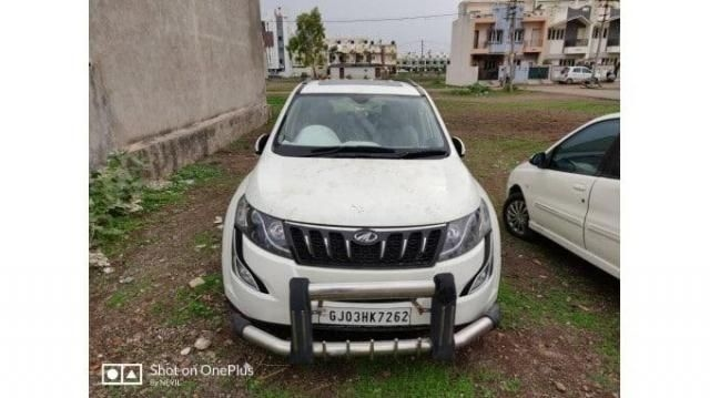 Mahindra XUV500 W10 AT 2015