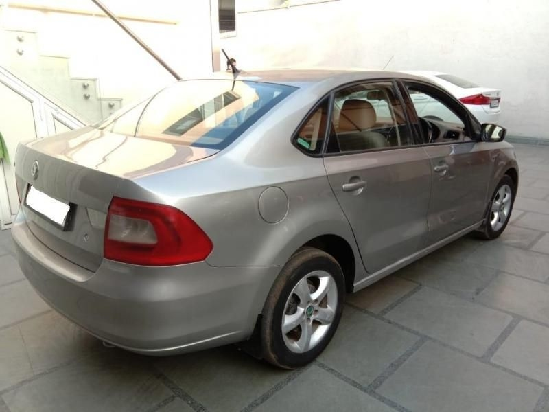 Skoda Rapid Elegance 1.6 TDI CR MT 2013