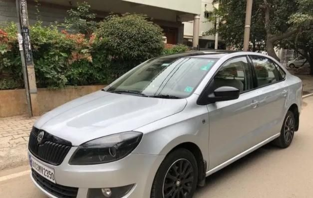 Skoda Rapid 1.6 MPI AT ELEGANCE PLUS 2015
